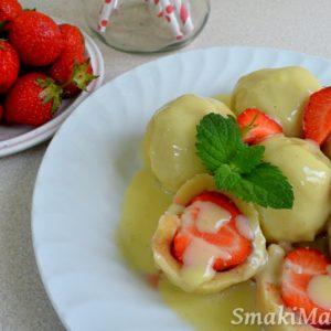 Knedle z truskawkami i sosem waniliowym