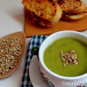Zupa brokułowa z prażonym słonecznikiem i grzankami