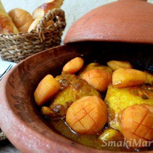 Marokański tagine z kurczakiem i karmelizowaną pigwą