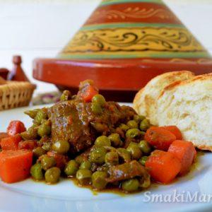 Marokański tadżin z wołowiną i zielonym groszkiem (tajine jelbana)