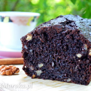 Mocno czekoladowe ciasto z cukinią i orzechami