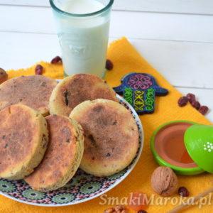 Harcha z bakaliami (marokański chlebek z semoliny)