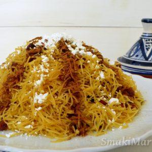 Seffa medfouna - parowany makaron z kurczakiem i rodzynkami po marokańsku