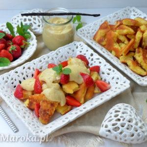 Omlet cesarski z sosem waniliowym i truskawkami (Kaiserschmarrn)