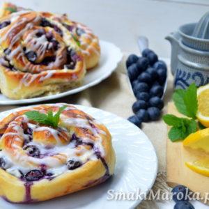 Drożdżowe ślimaki z serem i borówkami