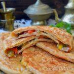 Marokański msemen z papryką i cebulą
