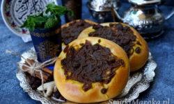 marokańska cebula na słodko, tfaya, cebularze na słodko, cebularze z karmelizowaną cebulą
