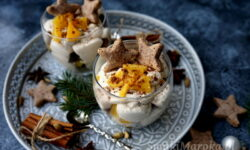 deser z mascarpone, świąteczny deser, deser w pucharkach, krem korzenny, pierniczki