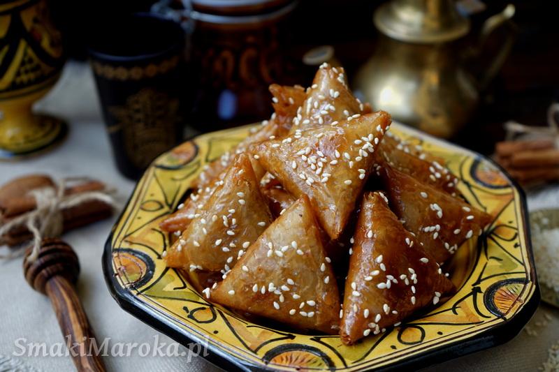 briwats au amandes, moroccan sweets, cuisine marocaine, kuchnia marokańska, kuchnia arabska, marokańskie ciasteczka, ciasteczka smażone, ciasteczka z migdałami, kuchnia maghrebu