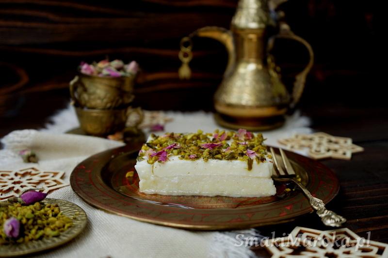 Layali lubnan, deser libański, semolina przepisy, pudding arabski mleczny, krem ashta, łatwy deser, deser na zimno, pistacje