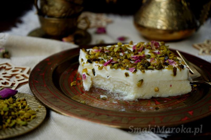 layali Lubnan, deser arabski z semoliną. syrop cukrowy, krem ashta, kuchnia libańska, deser na zimno, ramadan, przepisy