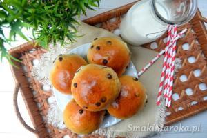 Drożdżowe bułeczki z groszkami czekoladowymi