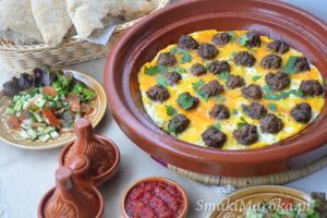Marokańska kefta z jajkiem