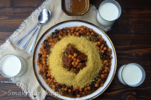 Marokański kuskus z ciecierzycą i rodzynkami