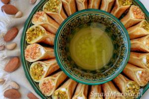 Atayef (katayef, qataeyf) arabski deser z kremem ashta