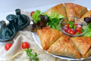 Marokańskie briwats z keftą i ryzowym vermicelli