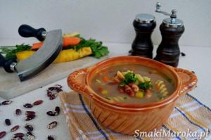 Zupa z kolorowej fasoli z makaronem
