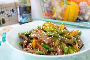 Makaron soba z wołowiną i szparagami