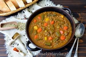 Gulasz z soczewicy z okrą i warzywami