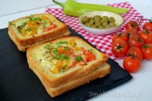 Tosty z tuńczykiem, warzywami i płynnym żółtkiem (z piekarnika)